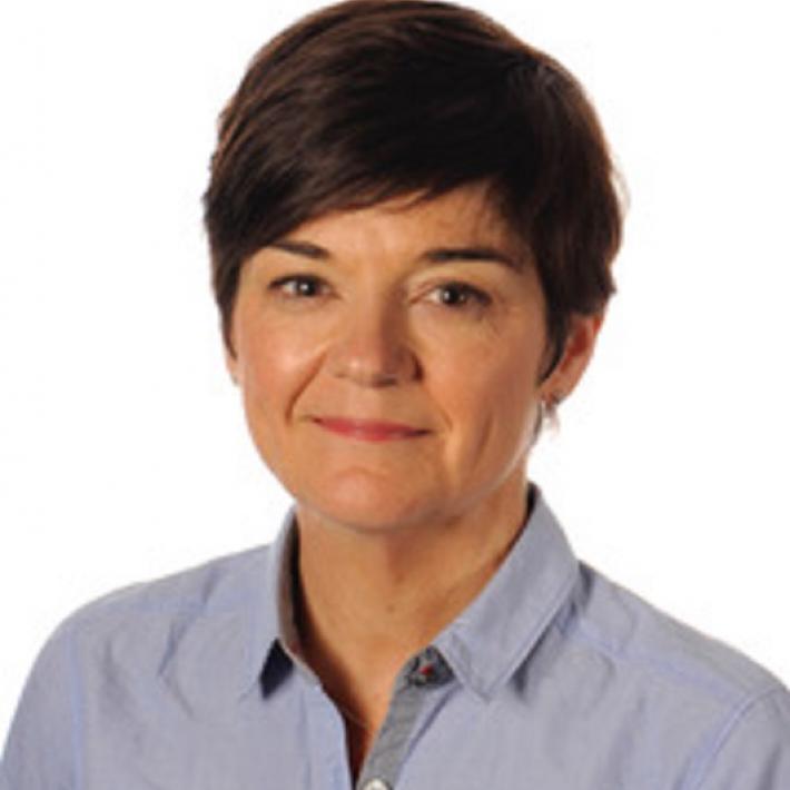 Portrait of Dr Sarah Plummer