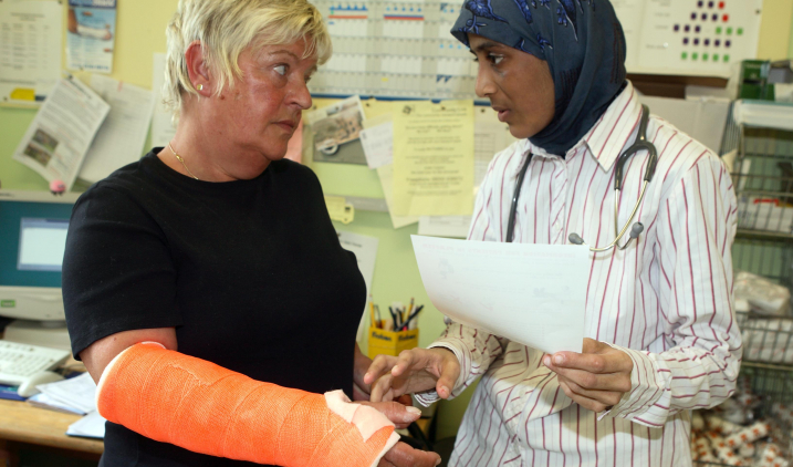 female doctor with patient in cast