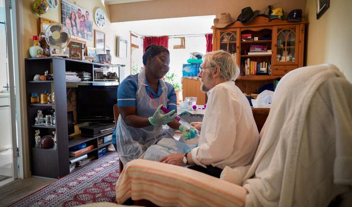 community nurse wth patient